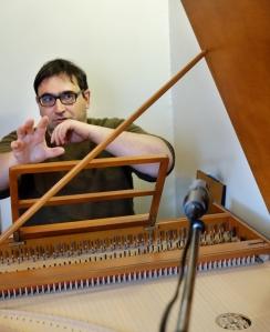 Anatoly Orlovsky au clavecin fait  par le facteur Yves Beaupré