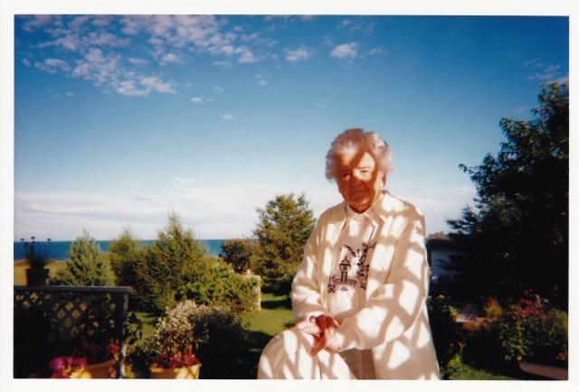 Gabrielle Messier, à sa résidence de Port-Daniel, Québec, 1999.