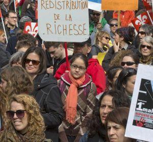 1er mai 2015-3_9 h 30 12 mai 2015, 9h 30. Des centaines de manifestants se sont rassemblés au square Phillips, Montréal, pour protester contre les mesures d'austérité du gouvernement libéral. Crédit photo: Jacques Nadeau, Le Devoir