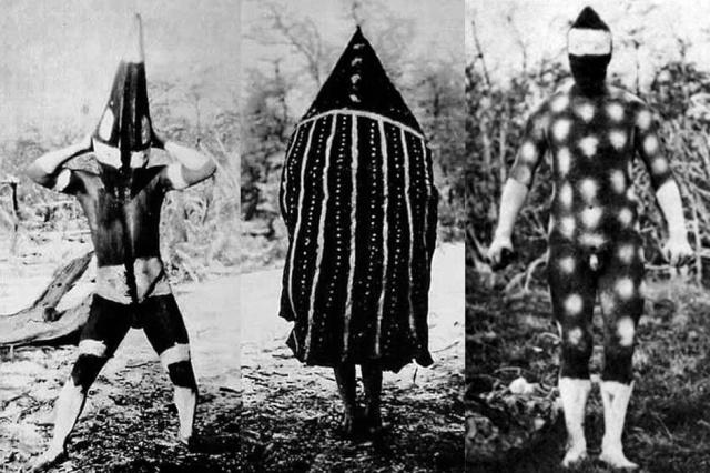 Selk'nam, à gauche costume et maquillage pour le rituel du Haïn, à droite maquillage des Shoorts, sorte de police et de gardien du territoire  dansle rituel du Haïn