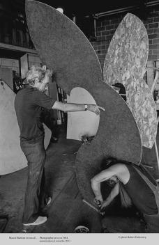 Marcel Barbeau-Réalisation-de-la-sculpture-Dualité_1984