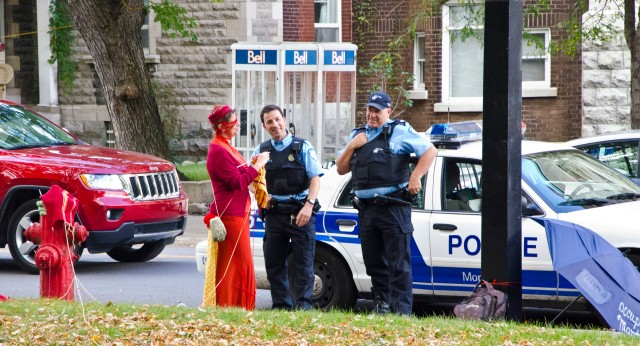 perfo-policiers1_15-09-12_creditphoto_peter-thomas-kennedy-OM99%_Occupons Montreal_GF